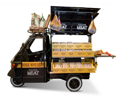 natural fresh meat case maek - beurs dibevo - stand piaggio